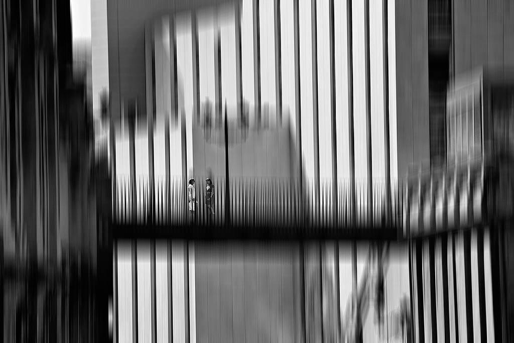 El Foton 2015. Creatividad Fotográfica. Tercer Puesto. Pedro Luis Ajuriaguerra Saiz. Diálogos en la ciudad - Tomada en Bilbao el 18/07/2012