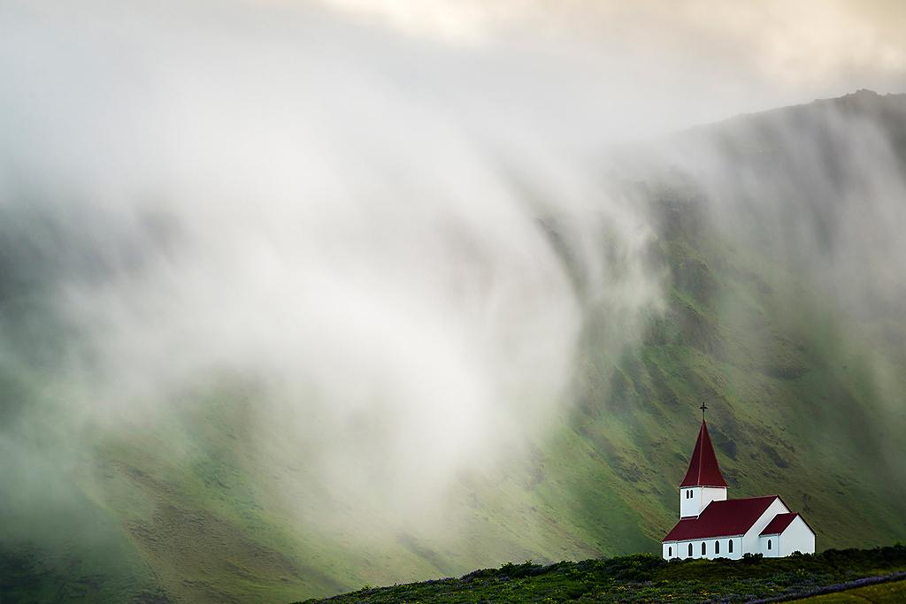 El Fotón 2015. Categoría Paisaje. Primer Puesto. Mario Pereda con la foto La Ola.Tomada en Vik (Islandia) el 09/07/2013.
