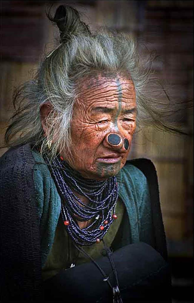 CategoríaRetrato Humano. Cuarto Puesto.  Chandan Dey India - Apatani........ - Tomada en Arunachal Pradesh el 29/12/05