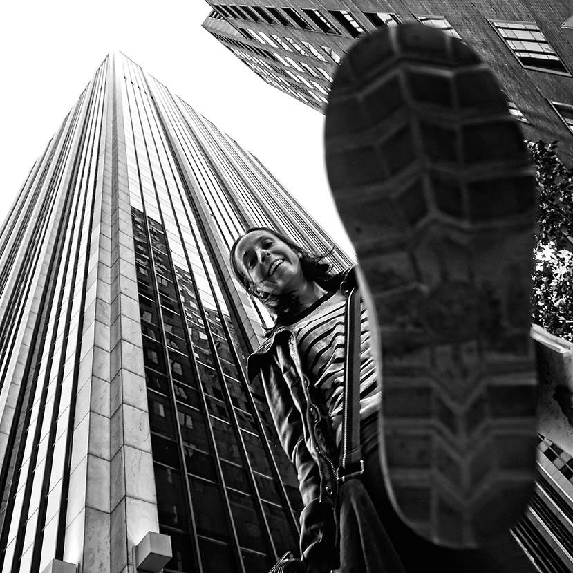 CategoríaRetrato Humano. Décimo Puesto.  Fernando Méndez Ramos Estados Unidos - A tus pies - Tomada en Nueva York el 13/10/2013
