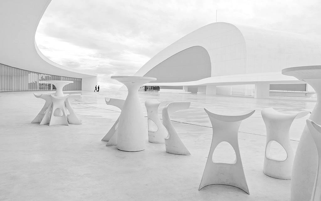 Pedro Luis Ajuriaguerra Saiz, ganador de la categoríaCategoría Arquitectura y Patrimonio Cultural, con su foto Niemeyer 26-ABN, tomada en Avilés el 02/04/2014