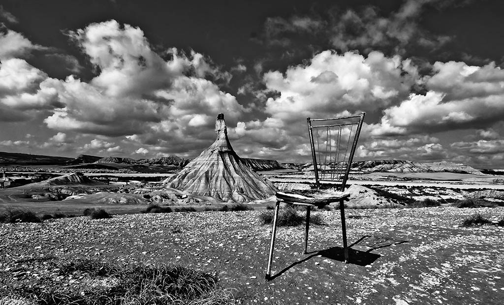 El Foton 2015. Creatividad Fotográfica. Décimo Puesto. Cesc Noguera Busquets. Una silla en las Bardenas - Tomada en Bardenas reales, Navarra el 05/03/2011