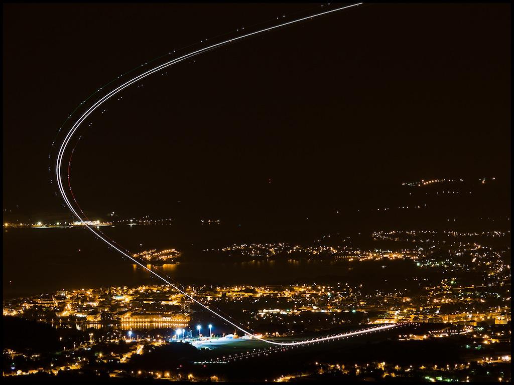 Categoría Reportaje. Octavo Puesto. Jose Luis Maquieira. Avioneando por la noche en Alvedro - Tomada en Aeropuerto de La Coruña el 19/03/2014
