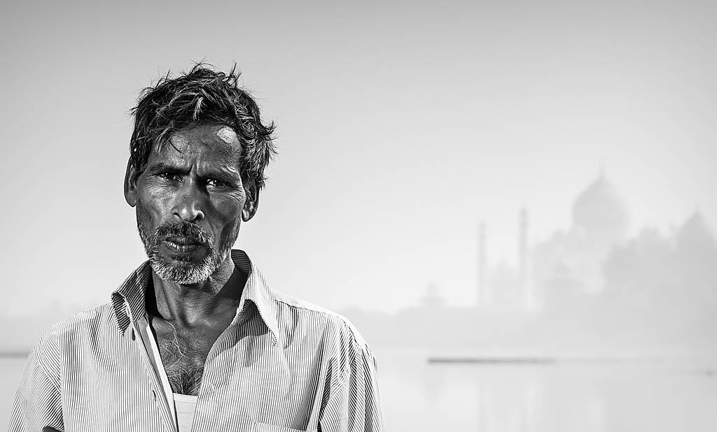 CategoríaRetrato Humano. Segundo Puesto. Mario Pereda India - Dalit - Tomada en Agra el 05/12/2011